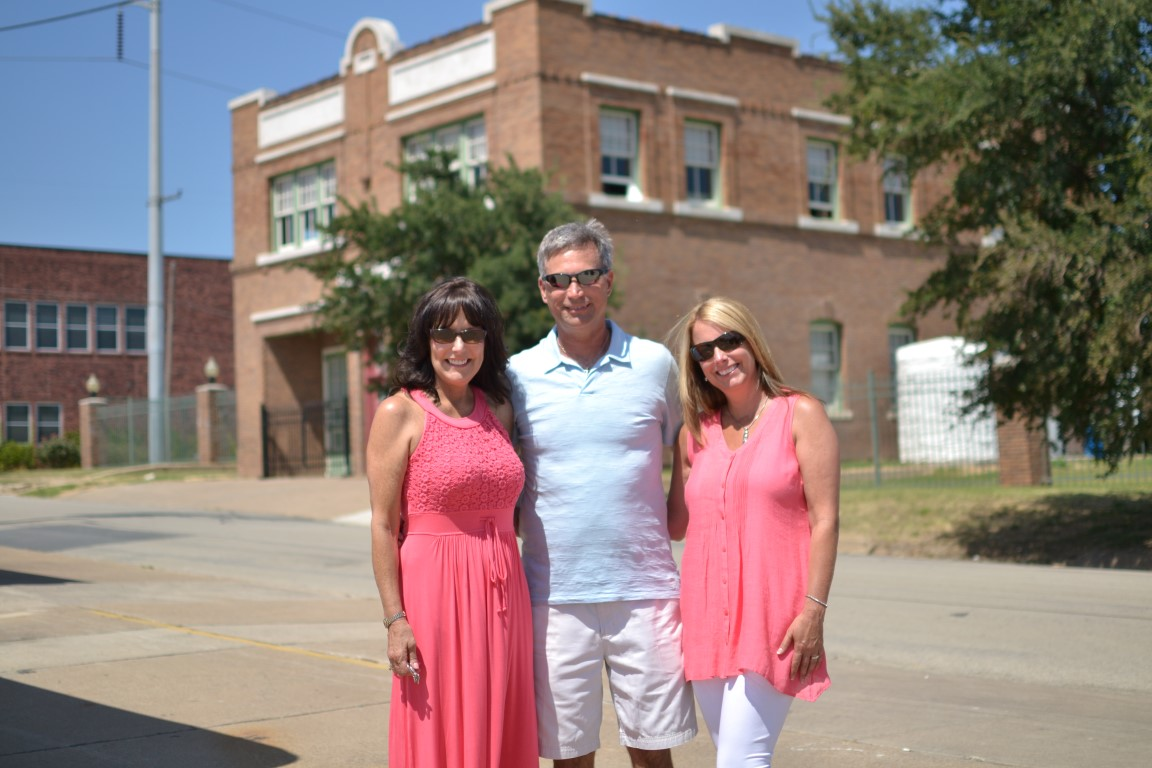 Uncle Paul with my mom on the left and Aunt Tammy on the right.