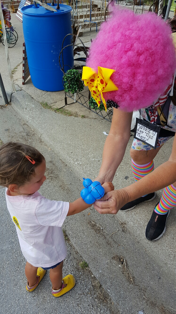 turtle-balloon-from-clown-at-grapefest